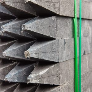 Vierkante palen met punt